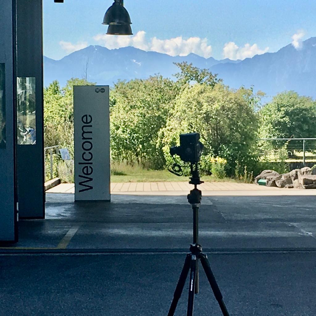 USM Showroom in der Schweizer massiver Bergkulisse